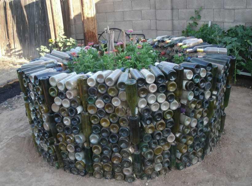 Клумба из бутылок: фото нестандартных идей сооружения клумбы из бутылок. Мастер-класс по сооружению и декору своими руками